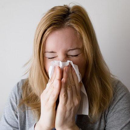 sneezes spread germs
